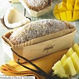 Brioche alla frutta esotica e noce di cocco presentata nella sua vaschetta di legno