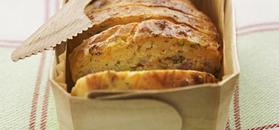 Plum-cake alla carota, pancetta e coriandolo